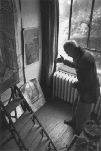 Bonnard photographié par Henri Cartier-Bresson, Bonnard dans son atelier de la villa le Bosquet au Cannet, 1944, Fondation Henri Cartier-Bresson, Paris